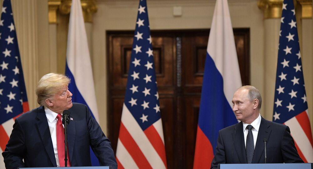 16 июля 2018. Президент РФ Владимир Путин и президент США Дональд Трамп (слева) на совместной пресс-конференции по итогам встречи в Хельсинки.