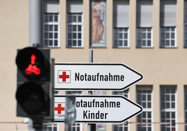 A sign for the emergency room of the Klinikum Schwabing is pictured, as the spread of the coronavirus disease (COVID-19) continues, in Munich, Germany, March 30, 2020. REUTERS/Andreas Gebert