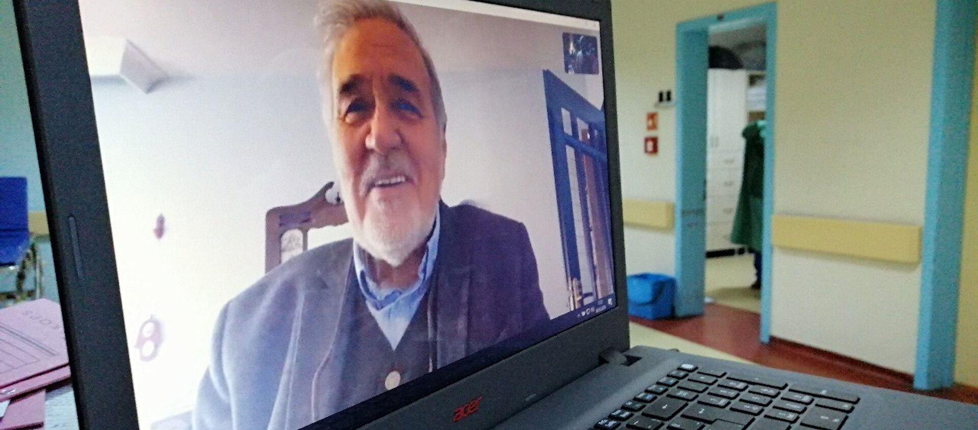 Tarihçi İlber Ortaylı, koronavirüsle mücadele eden sağlık çalışanlarıyla konuştu. - Sputnik Türkiye, 1920, 28.12.2020
