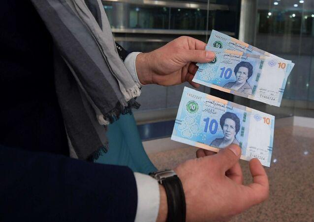 Tunus Merkez Bankası ülke tarihindeki ilk kadın doktor Tevhide Bin Şeyh'in fotoğrafını 10 Tunus Dinarı banknotunun üzerine bastı.