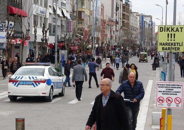 Uşak'ta zorunlu olmadıkça caddeye çıkan vatandaşlara para cezası kesilecek