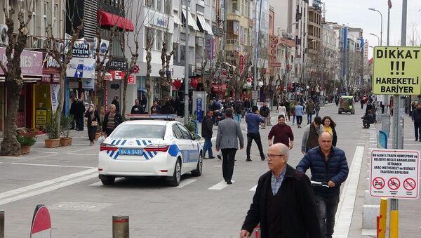 Uşak'ta zorunlu olmadıkça caddeye çıkan vatandaşlara para cezası kesilecek - Sputnik Türkiye