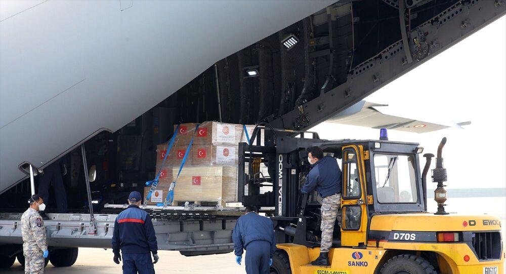 İspanya ve İtalya'ya Türkiye'nin tıbbi yardımlarını taşıyan uçak, Etimesgut Askeri Havaalanı'ndan havalandı.