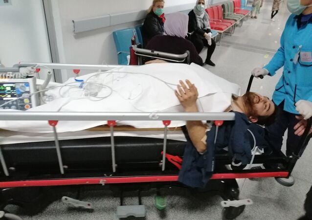 Aksaray'da kullandıkları dizüstü bilgisayar için üvey kardeşleriyle tartışan genç 2 üvey kardeşini bıçaklayarak yaraladı.