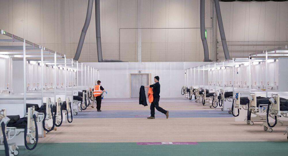Londra'daki ExCel Fuar Merkezi'nin NHS Nightingale Sahra Hastanesi'ne çevrilmesi çalışmalarından