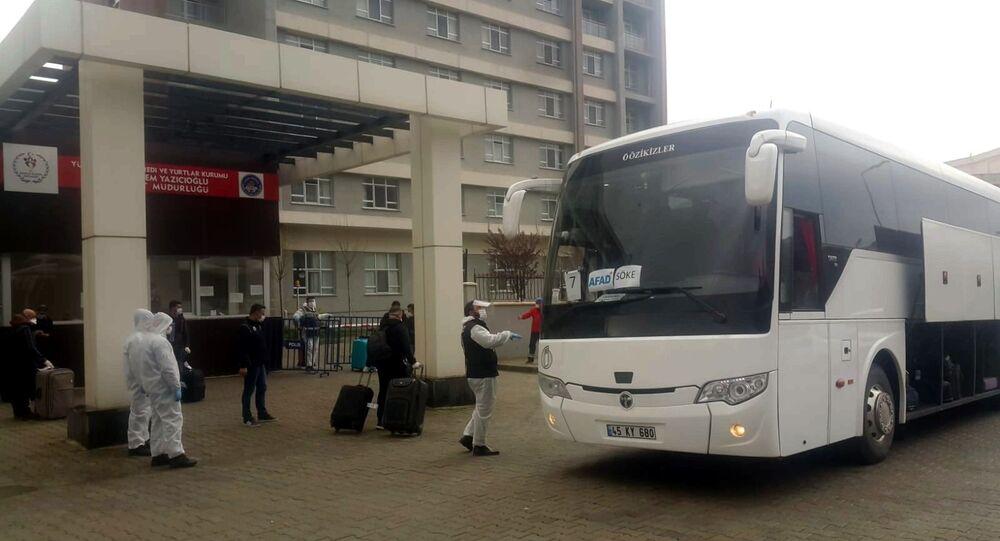 Cezayir'den getirilen 160 Türk vatandaşı, Korona virüs tedbirleri kapsamında Söke'deki Kredi Yurtlar Kurumu'na (KYK) ait öğrenci yurdunda karantinaya alındı.
