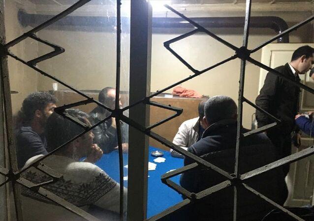 Manisa'da ev kiralayıp kumar oynayan ve piknik yapan 20 kişiye 63 bin lira ceza