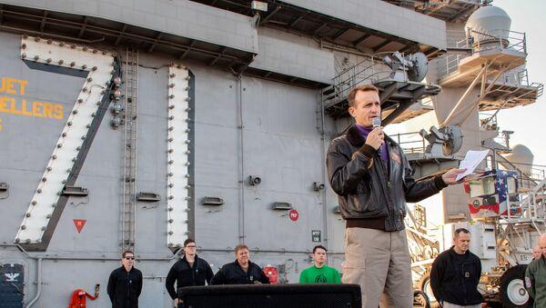 Görevden alınan USS Theodore Roosevelt uçak gemisinin kaptanı Brett Crozier - Sputnik Türkiye
