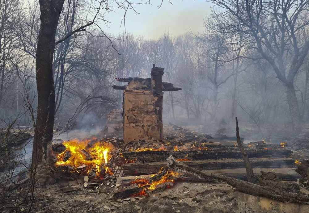 Yangının hala devam etmesi nedeniyle radyasyon seviyesinin daha da artabileceği, Ukrayna ve komşu ülkelerde yeni bir radyasyon yayılımı riski bulunabileceği konusunda uyarılar yapıldı.