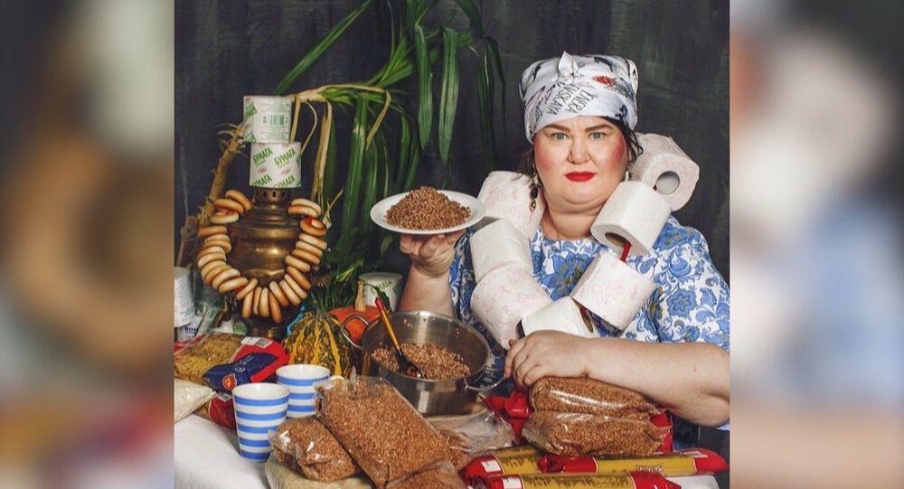 Canlı tablolar: Koronavirüs nedeniyle sosyal izolasyonda olan Ruslar ünlü resimleri canlandırıyor