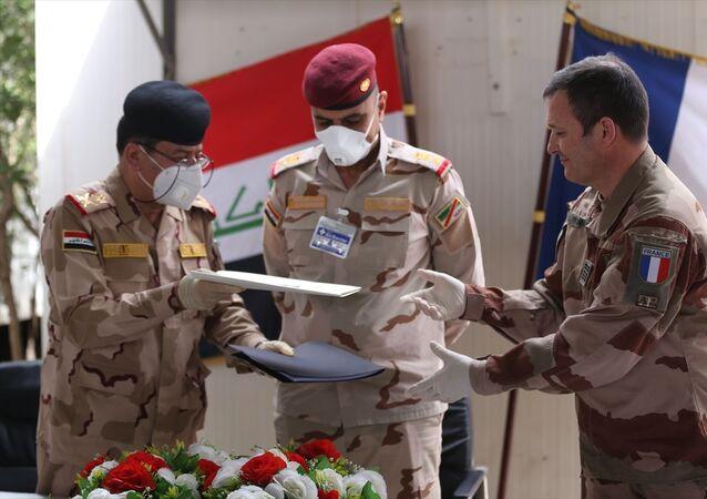 Irak yönetimi, Fransız müsteşarların kaldığı karargahı, IŞİD karşıtı uluslararası koalisyon güçlerinden teslim aldı