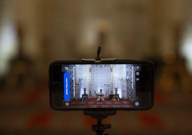 Mimar Sinan'ın ustalık eseri Selimiye Camisi'nde Berat Kandili dolayısıyla düzenlenen program, sosyal medyadan canlı yayınlandı. Yeni tip koronavirüs (Kovid-19) tedbirleri kapsamında vatandaşların camilerde ibadete ara vermesi nedeniyle, Selimiye Camisi'nde teknolojik imkanlar kullanılarak Berat Kandili programı düzenlendi.