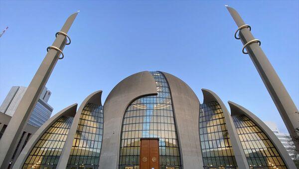 Almanya'nın Köln kentinde ilk kez hoparlörden ezan okundu - Sputnik Türkiye