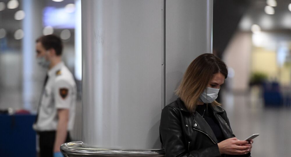Rusya - koronavirüs - maske  - Moskova