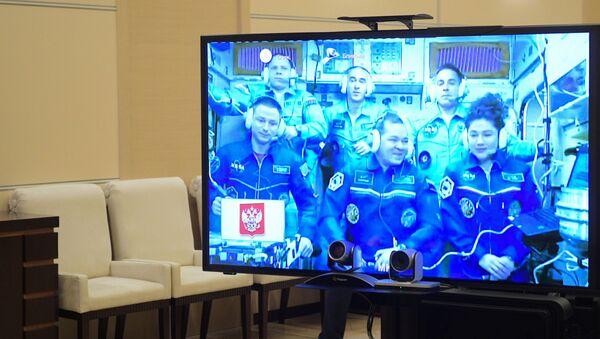 Rusya Devlet Başkanı Vladimir Putin, 12 Nisan Kozmonotlar Günü öncesinde dün iki Rus kozmonot ve bir ABD'li astronotun ulaştığı Uluslararası Uzay İstasyonu (UUİ) ile bağlantıya geçti. - Sputnik Türkiye
