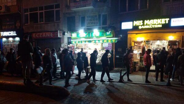 2 günlük sokağa çıkma yasağı kararı İstanbul sokaklarında yoğunluk - Sputnik Türkiye