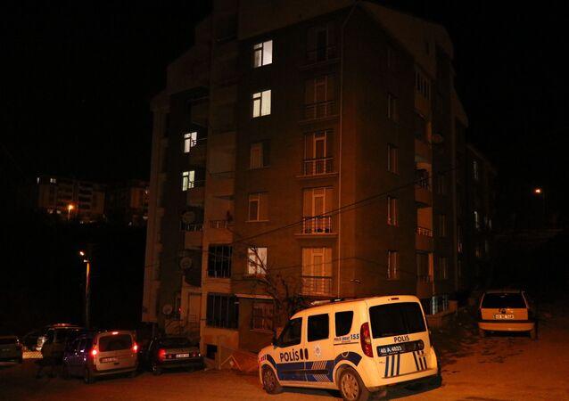 Kırşehir'de korona virüsü salgını tedbirleri kapsamında 12 dairelik bir apartmanda karantina uygulaması yapıldı.