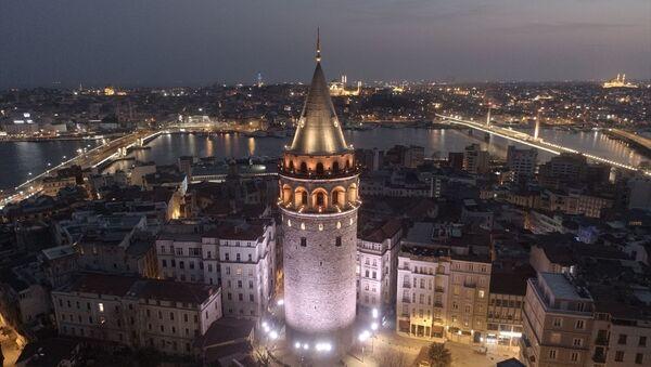 İstanbul'da Galata Kulesi gece drone ile görüntülendi. - Sputnik Türkiye