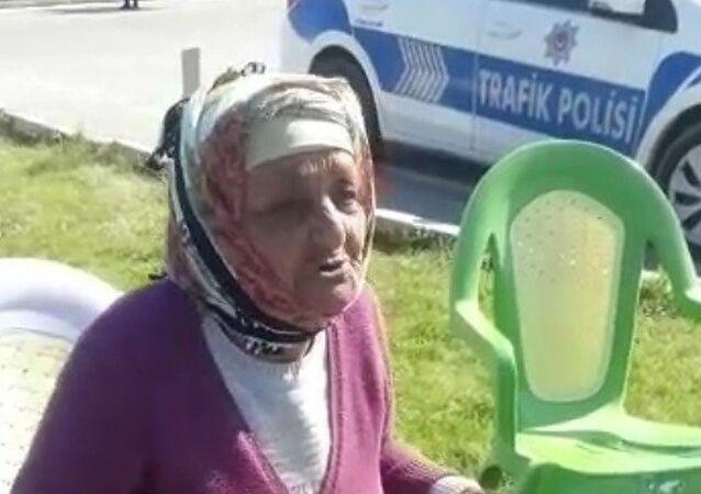 Uşak'ın Ulucak ilçesinde birlikte yaşadığı kızı ve damadı ile tartışan yaşlı kadın, hava alma bahanesiyle çıktığı evden Manisa'nın Kula ilçesine kadar yürüdü.