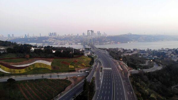 Sokağa çıkma yasağının ikinci günü. İstanbul 15 Temmuz Köprüsü - Sputnik Türkiye
