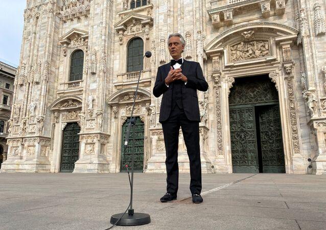 İtalya tenor Andrea Bocelli, koronavirüs salgını nedeniyle kapalı olan Milano'daki Duomo Katedrali'nde konser verdi.
