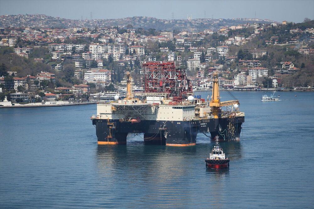 Dev petrol arama platformu İstanbul Boğazı'ndan geçti - Sputnik Türkiye