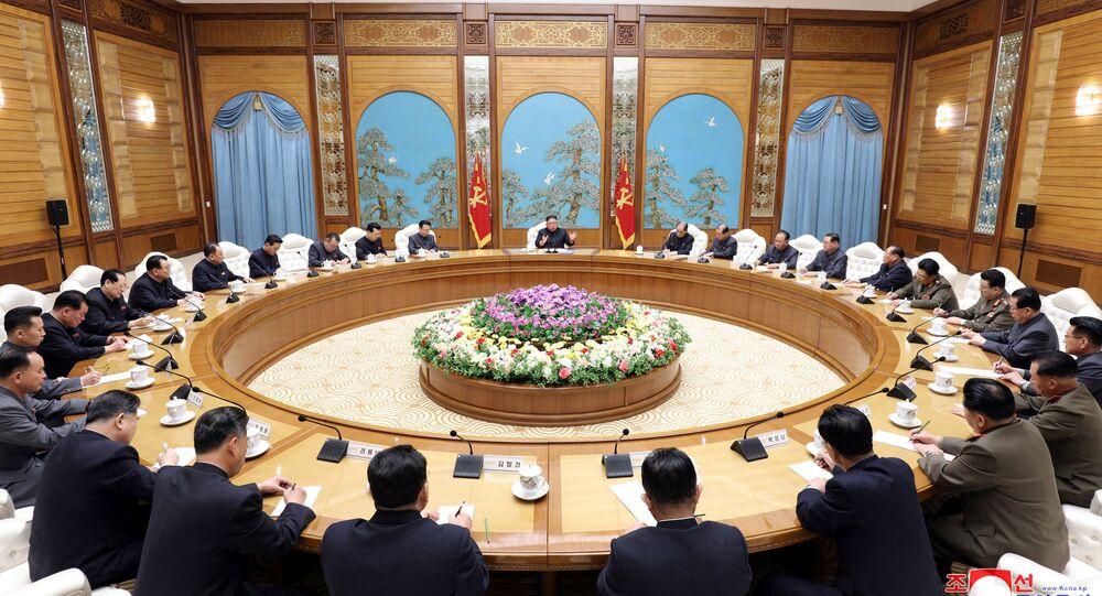 Kuzey Kore lideri Kim Jong-un başkanlığında toplanan İşçi Partisi Merkez Komitesi Politbürosu, 11 Nisan 2020