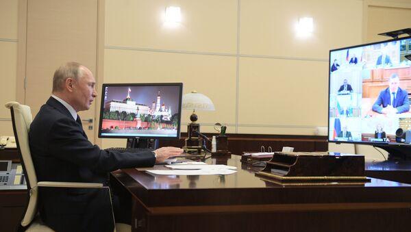 Hükümete Rus ekonomisindeki sistem oluşturan işletmelerin listesini hazırlama talimatı veren Putin, Bu liste, net ve objektif kriterlere dayanmalı ve sadece ulusal ekonomi için önem arz eden işletmeleri kapsamalı dedi. - Sputnik Türkiye
