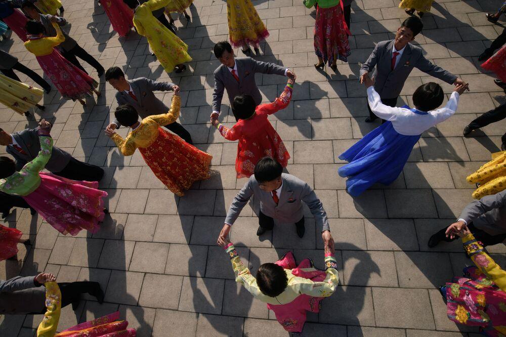 Kuzey Kore'de 15 Nisan'da Güneş'in Günü olarak kutlanan eski lider Kim Il Sung'un doğum günü kutlamalarından bir kare.