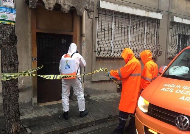 Balıkesir'in Edremit ilçesinde, yeni tip koronavirüs (Kovid-19) tedbirleri kapsamında 4 apartman karantinaya alındı.