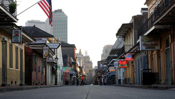 ABD'nin kültür, sanat, eğlence şehri New Orleans'ın meşhur Bourbon Sokağı'nda restoran ve dükkanların kapanmasının ardından hayat bitti. - Sputnik Türkiye