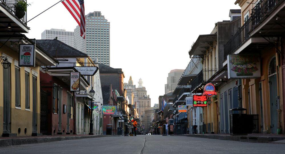 ABD'nin kültür, sanat, eğlence şehri New Orleans'ın meşhur Bourbon Sokağı'nda restoran ve dükkanların kapanmasının ardından hayat bitti.