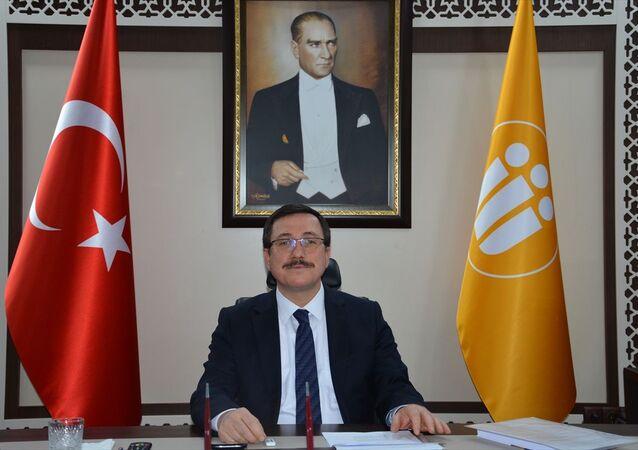 İnönü Üniversitesi Rektörü Prof. Dr. Ahmet Kızılay, immün plazma yöntemiyle tedaviye başladıkları hastanın yeni tip koronavirüs (Kovid-19) test sonucunun negatife döndüğünü bildirildi.