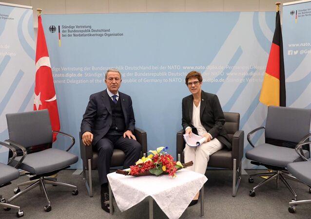 Milli Savunma Bakanı Hulusi Akar-Almanya Savunma Bakanı Annegret Kramp-Karrenbauer