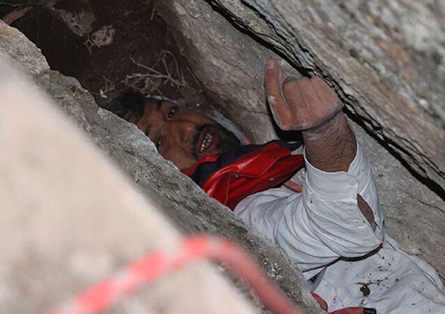 Kayalıkların arasına düşen gencin arkadaşları korkup kaçtı, çoban sayesinde 24 saat sonra kurtarıldı