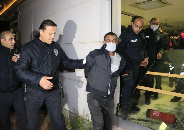 Sokağa çıkma kısıtlaması sırasında bankaya giren hırsız yakalandı: 'Benim adım felaket'