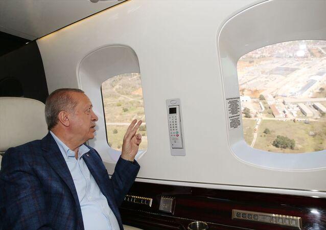 Türkiye Cumhurbaşkanı Recep Tayyip Erdoğan, Sancaktepe ve Atatürk Havalimanı'nda başlayan hastane ile Başakşehir Şehir Hastanesini helikopterden inceledi.