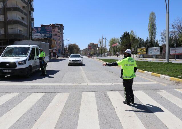 Malatya'da sokağa çıkma kısıtlamasını ihlal eden 159 kişiye 500 bin 850 TL idari para cezası kesildi.