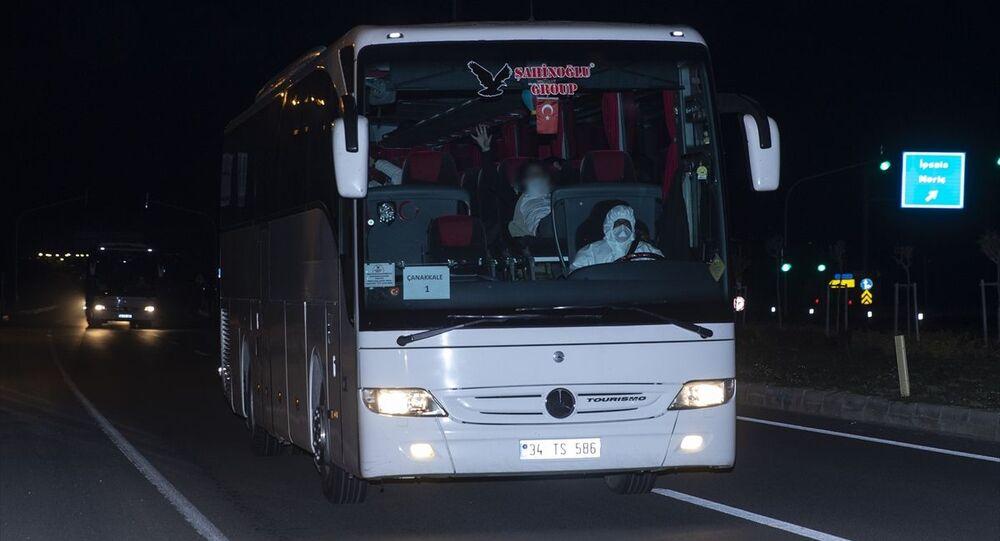 Karantina sürelerinin tamamlanması sonrası Atina'dan sabah saatlerinde otobüslerle hareket eden 160 kişilik grup, İpsala Sınır Kapısı'na getirildi. İşlemleri ve sağlık kontrolleri tamamlanan grup, burada bekleyen otobüslere transfer edildi.