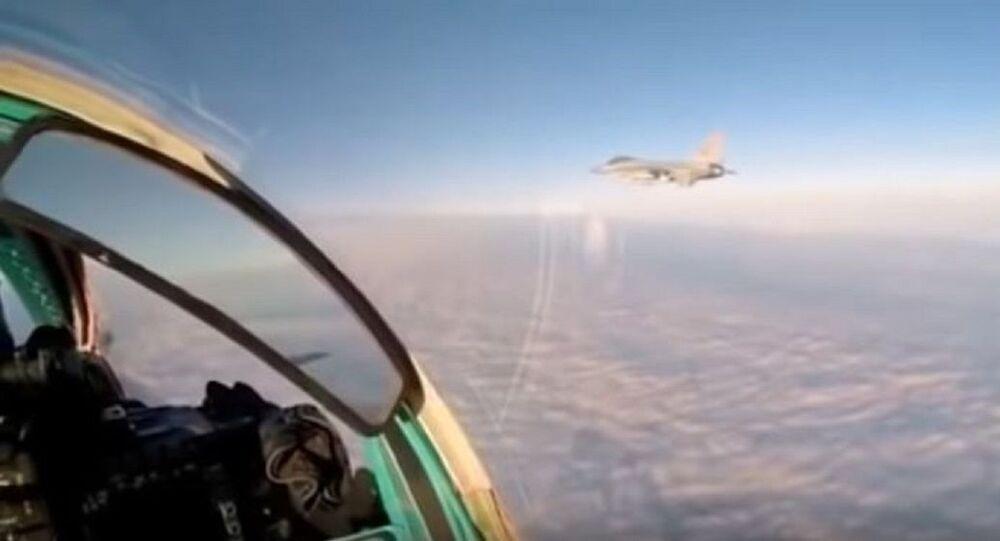 Rus MiG-31'i kullanan pilot NATO savaş uçağı ile yakınlaştığı anı videoya aldı