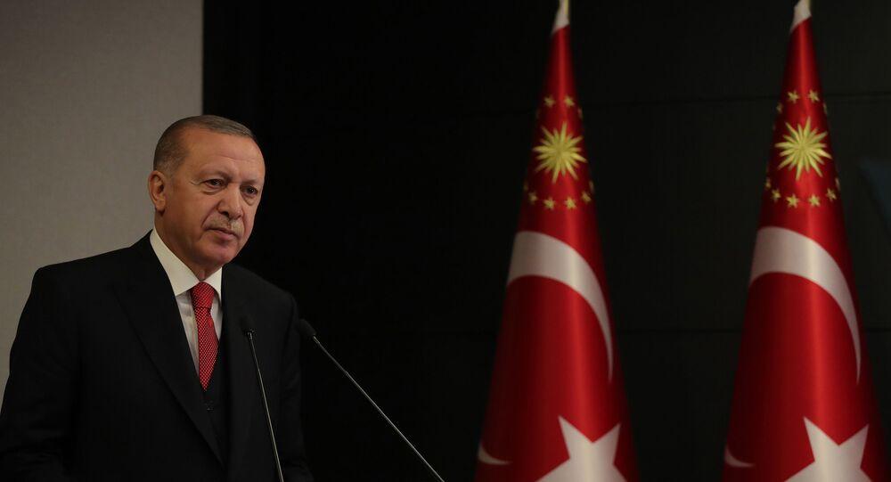 Erdoğan: Kritk ilaçların üretimine yerli firmalarımız da başladı. N-95 ve N-99 maskelerinin testleri bitti, en kısa sürede üretime başlıyoruz.