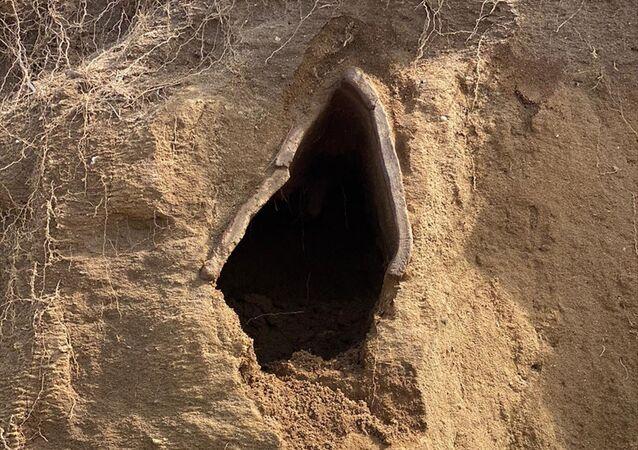 Bozcaada'da 1500 yıllık kiremit mezar ortaya çıktı