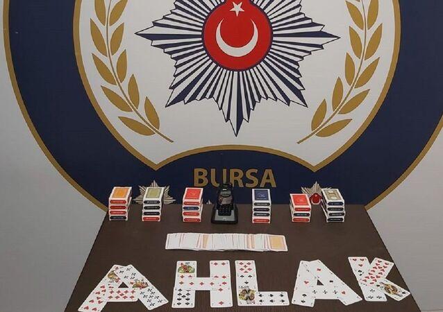 Polis telsizi dinleyerek kumar oynayan 22 kişiye 69 bin 300 lira ceza
