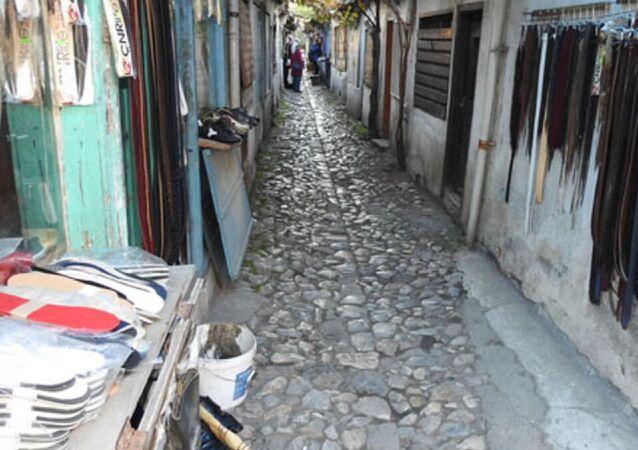 Çorum'daki 1.5 metre genişliğinde, 30 metre uzunluğundaki, 'dünyanın en dar sokağı' olarak tanıtılan 'Dikiciler Sokağı