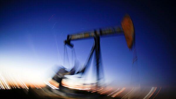 ABD'nin Teksas eyaletinde ham petrol çıkaran bir pompa - Sputnik Türkiye
