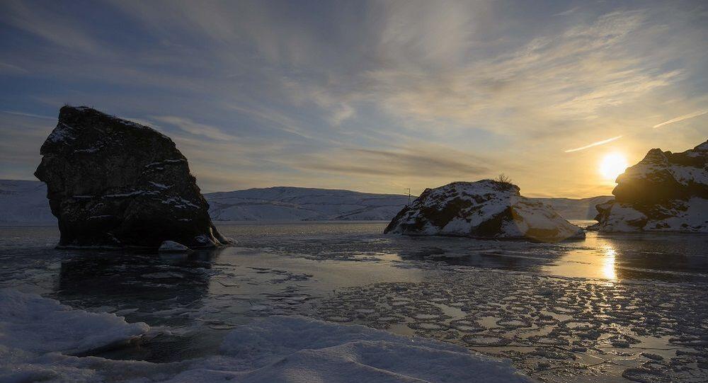 Araştırmacılar, Kuzey Buz Denizi'nde 2050'ye kadar yaz mevsiminde buzulların yok olabileceği uyarısında bulundu.