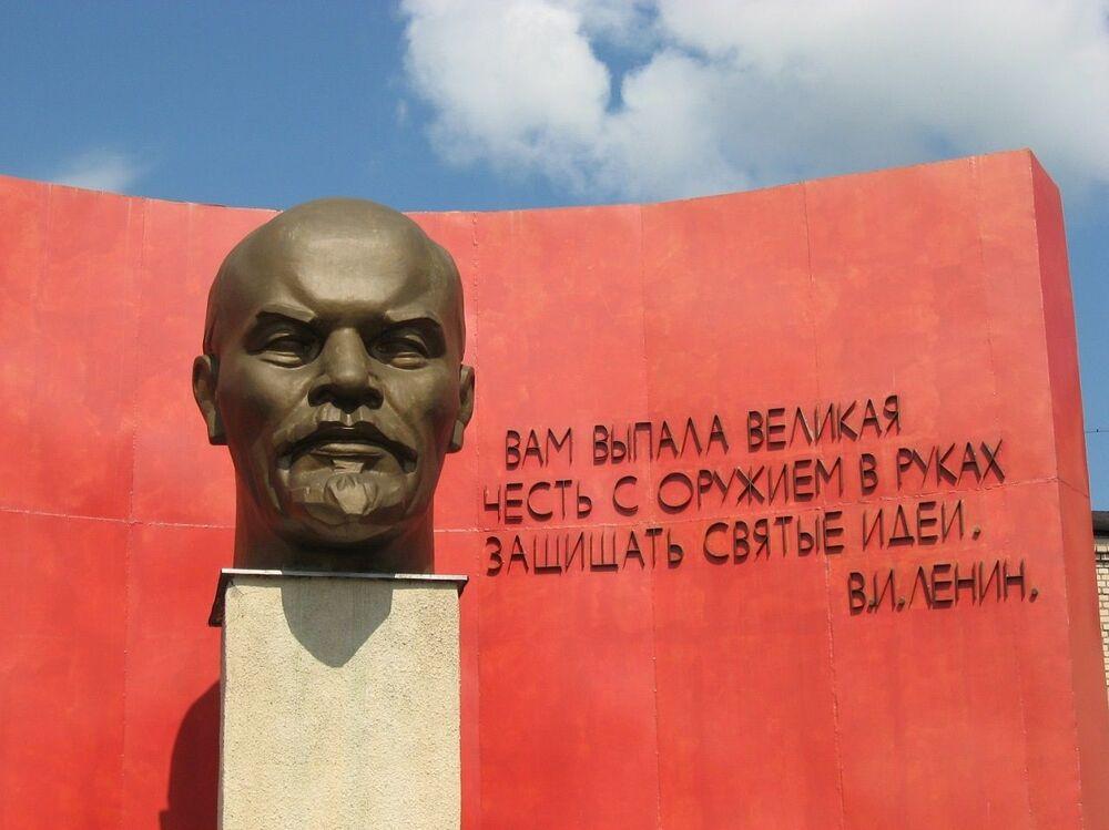 Belarus'un başkenti Minsk'te yer alan Lenin büstü
