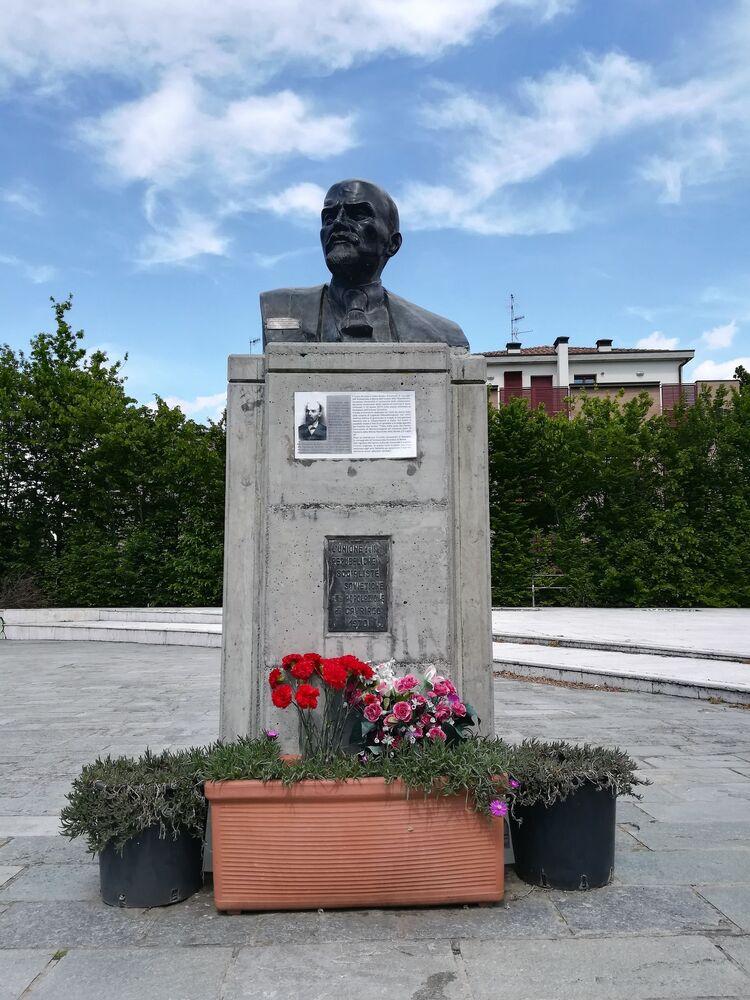 İtalya'nın Cavriago kentindeki Lenin büstü