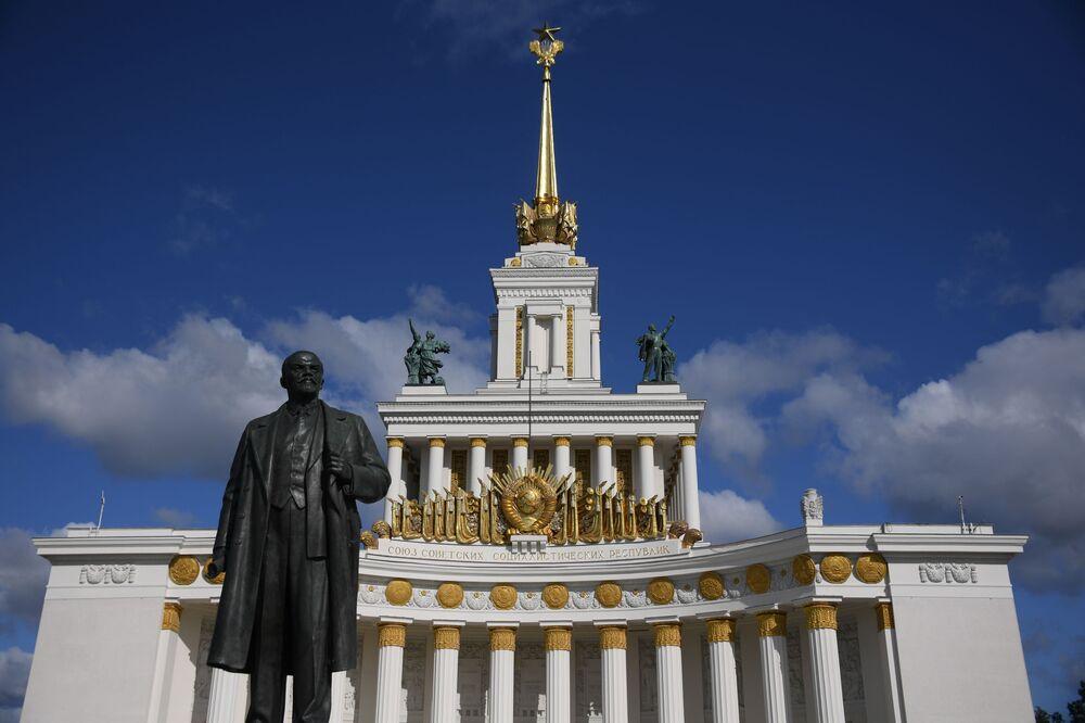 Rusya'nın başkenti Moskova'daki Lenin heykeli