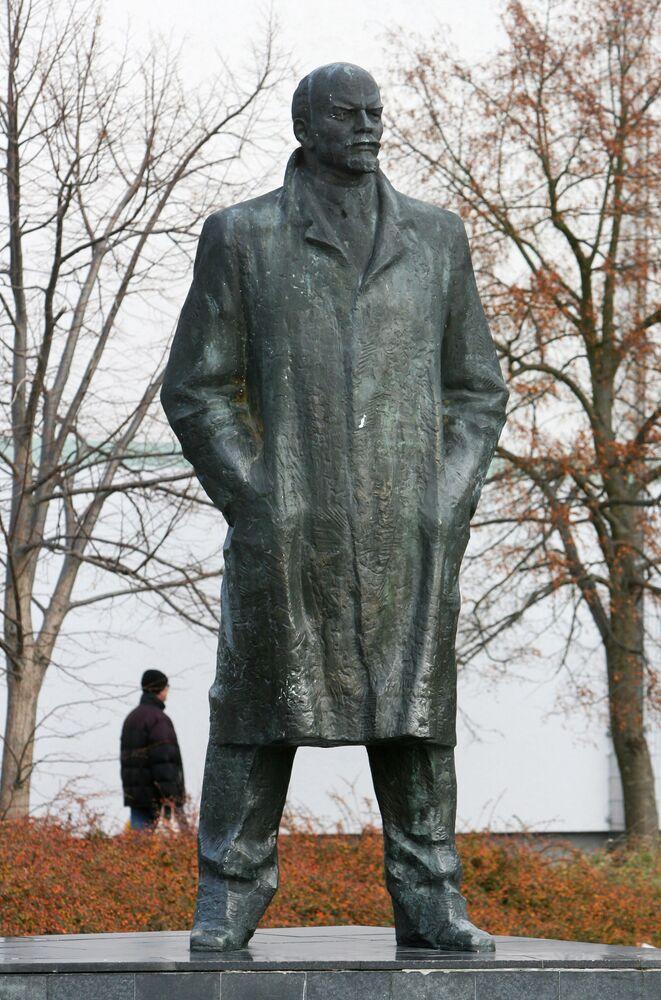Almanya'nın doğusundaki Schwerin kentinde bulunan Lenin heykeli